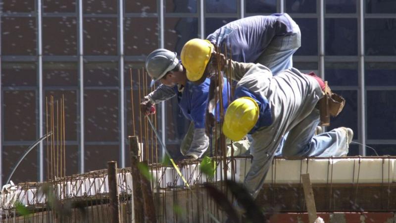 Número de empregados chegou a 50,1 pontos no mês, diz CNI