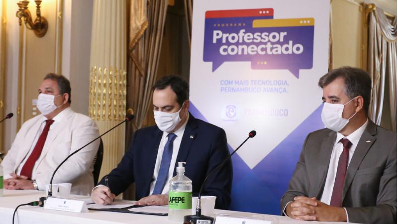 Com investimento de R$ 115 milhões, Programa Professor Conectado beneficiará professores efetivos, analistas e assistentes em gestão educacional