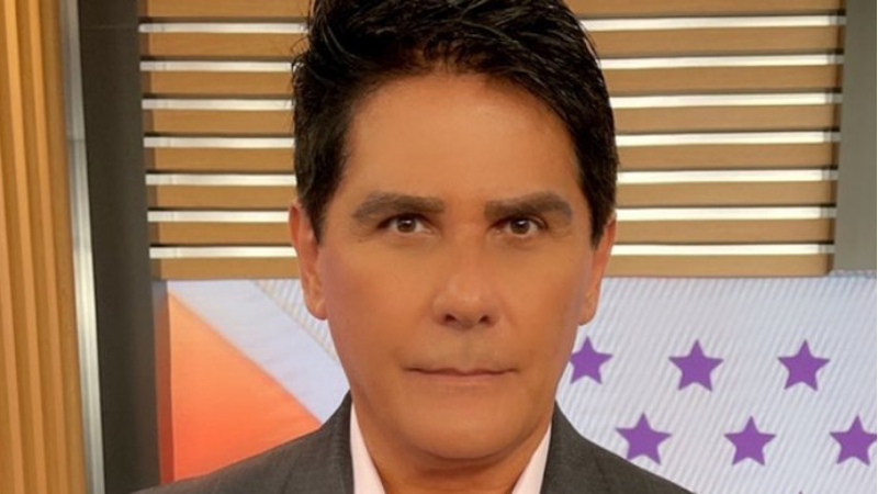 O apresentador do programa Hoje em Dia, da TV Record,teve uma piora em seu quadro de saúde devido à Covid-19, diagnosticada em 2 de fevereiro, e teve de ser internado em um hospital de São Paulo.
