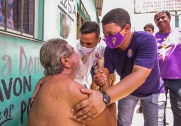 Padilha caminha pelas ruas de Conceição arrastando milhares de apoiadores