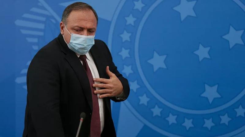 Além disso, o ministro está apreensivo com a possibilidade de ser abandonado pelo presidente brasileiro, Jair Bolsonaro.