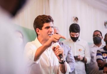 """João Campos: """"Um líder tem que bater no peito e chamar a responsabilidade"""""""