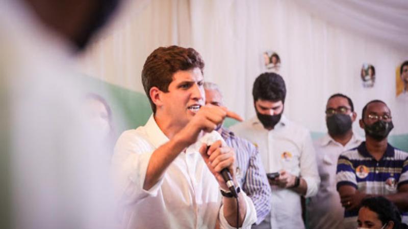 Candidato da Frente Popular do Recife conversou com moradores de San Martin e do Totó na noite dessa terça-feira (20)