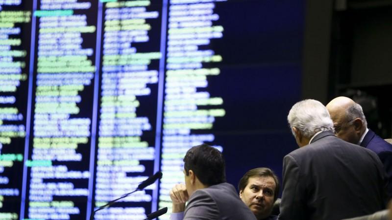 Deputados alteraram quatro pontos da proposta em plenário