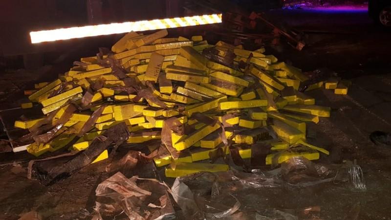 Droga foi encontrada em dois caminhões que trafegavam na BR-232; Ação foi realizada pela PRF
