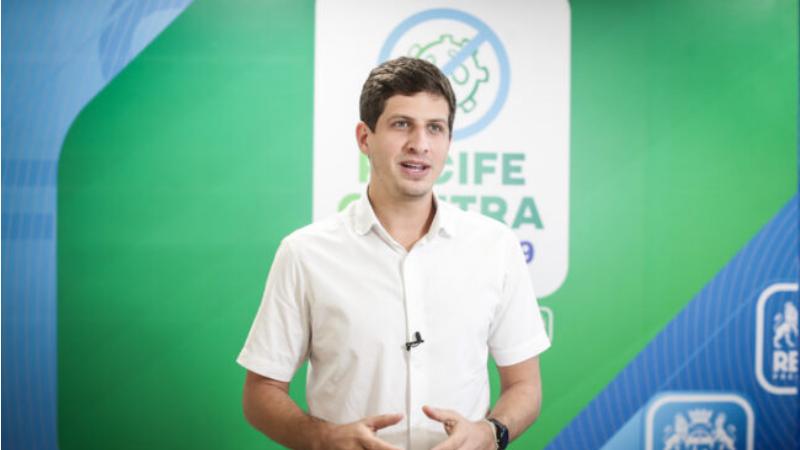 O anúncio, feito pelo prefeito João Campos, acontece dois dias após a PCR liberar a vacinação para as pessoas com 55 anos ou mais.