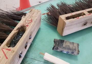 Polícia encontra celulares dentro de cabos de vassouras no Presídio de Itaquitinga