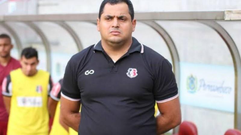 Decisão do clube pernambucano em demitir o técnico foi comunicada por meio do twitter