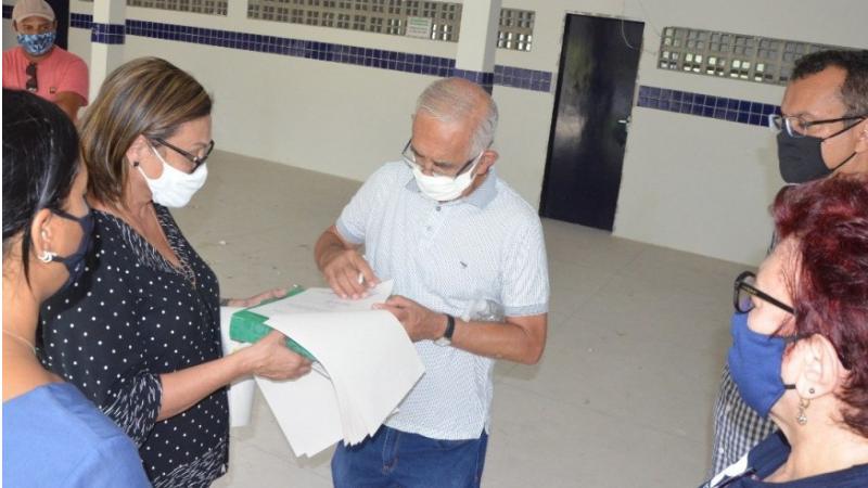 O Prefeito Yves Ribeiro determinou urgência na reforma da escola. Dois técnicos da construção civil estão realizando levantamento das pendências da obra, qua havia sido dada como concluída pela gestão anterior.