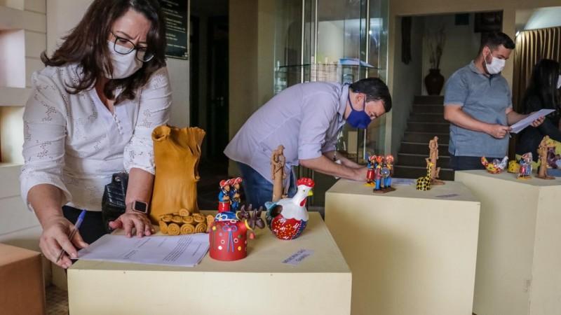 As obras são uma contrapartida dos artistas caruaruenses que receberam o auxílio emergencial.