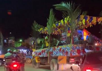 Caminhão-palco espalha forró pelas ruas de Jaqueira