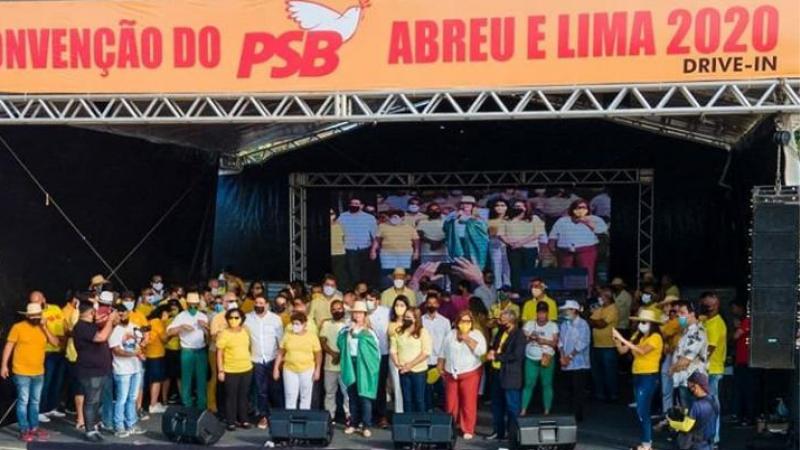 Ignorando a decisão da direção estadual do seu partido, a pré-candidata Cristiane Moneta passou todo o evento com a bandeira de Abreu e Lima sobre os ombros.