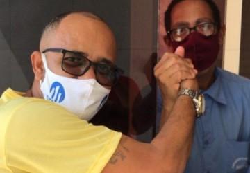 Trabalhadores da orla de Olinda recebem Adilson Porteiro com carinho