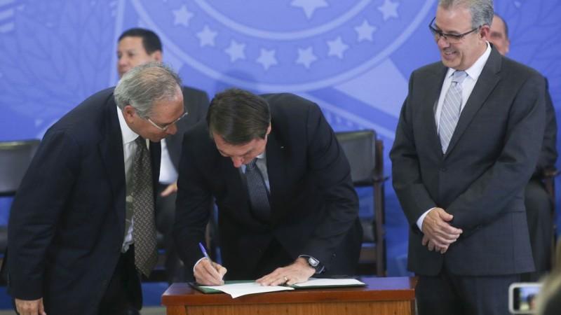 Bolsonaro assina decreto que cria Comitê de Monitoramento para o setor