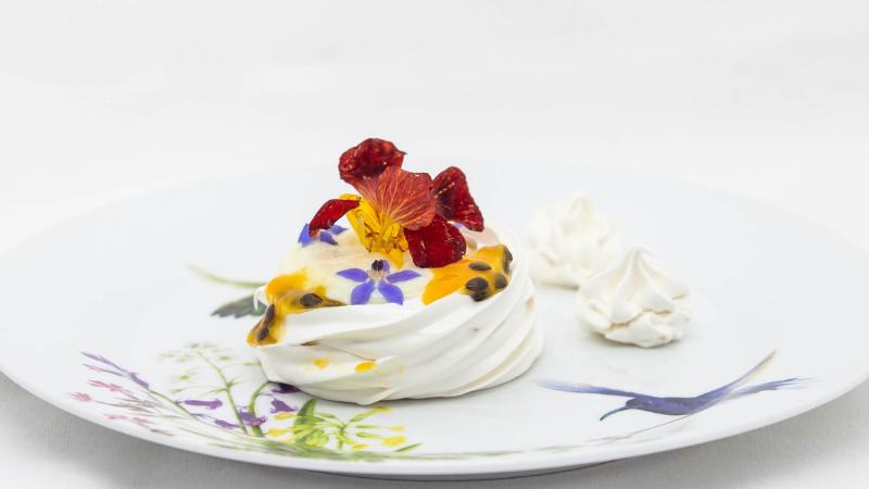 A receita faz parte do currículo de oficinas, ensinada no módulo de Garde Manger, onde os jovens aprendem esta sobremesa de origem russa.