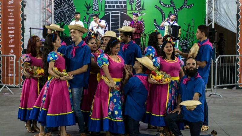 O evento será em formato híbrido (presencial e online) e terá oficinas juninas e atrações culturais regionais.