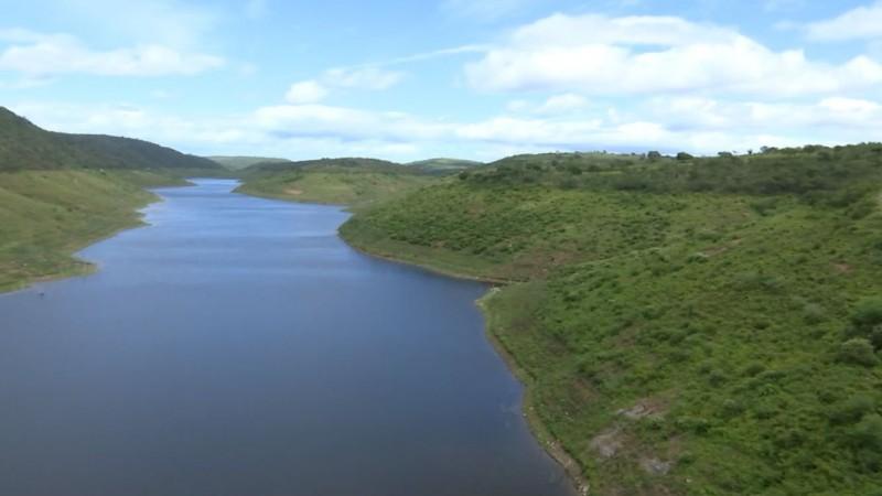 A última vez que o manancial esteve cheio foi em 2011. Agora, a barragem passa por intervenções e manutenção, pois se enchesse, corria o risco de romper