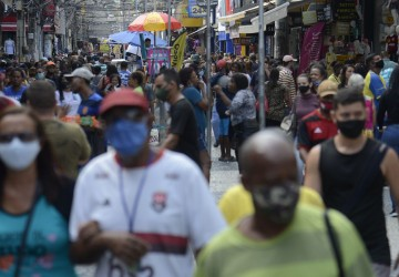 Mais da metade dos consumidores brasileiros continua enfrentando dificuldades financeiras devido à pandemia