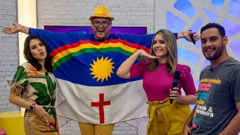 O programa liderado por Amanda Neves teve como novidades a chegada da nova trupe formada por Jota Júnior, Ni do Badoque e Wendy Hazin.