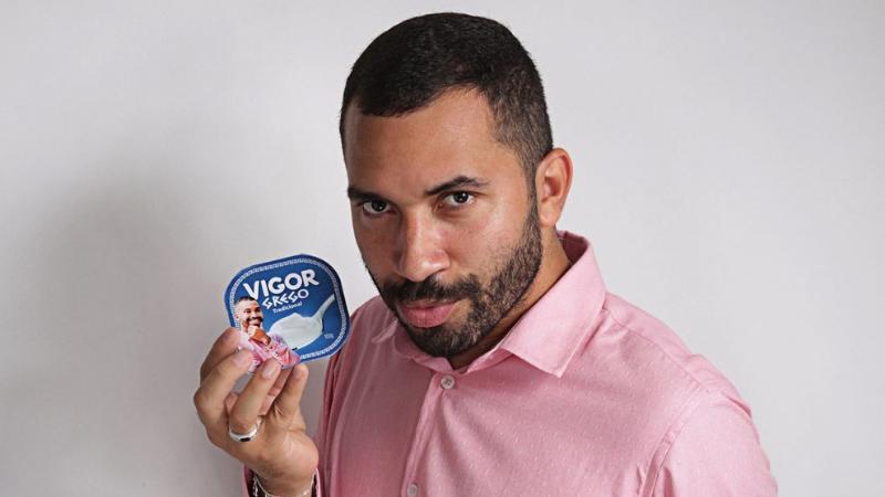 No início da noite desta quinta-feira (13), o pernambucano anunciou que é o novo garoto-propaganda da marca de iogurtes Vigor e afirmou que agora é 'Gil da Vigor'.