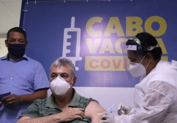 Cabo recebe mais 1.420 doses da vacina contra a Covid-19 e inicia imunização dos idosos