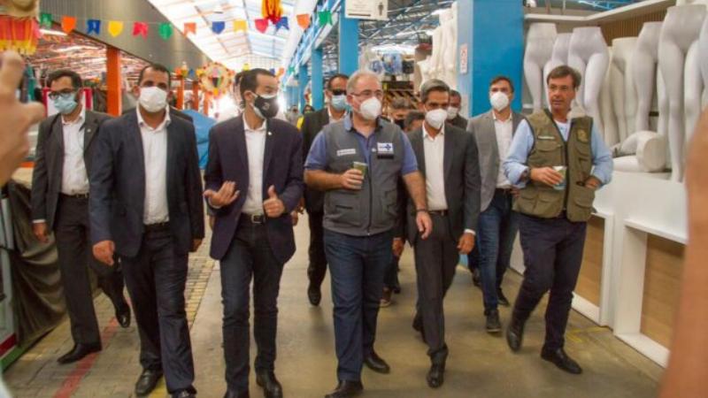 Acompanhado do deputado estadual Diogo Moraes, o prefeito Fábio Aragão aproveitou a visita de Marcelo Queiroga e Gilson Machado, por conta da pandemia, e os levou para conhecerem o Moda Center Santa Cruz