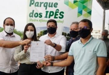 Márcia Conrado assina ordem de serviço do Parque dos Ipês em Serra Talhada