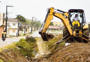 Prefeitura de Gravatá realiza limpeza no canal da Área Verde
