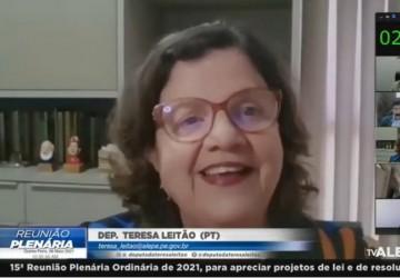 Teresa Leitão ressalta compra de notebooks para professores