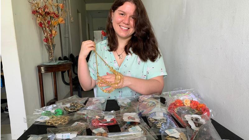 Isabela Moraes que tem 29 anos é advogada, artista plástica e gosta de trabalhar com artesanato