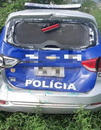 Viatura policial colide com ônibus na BR-104, em Toritama