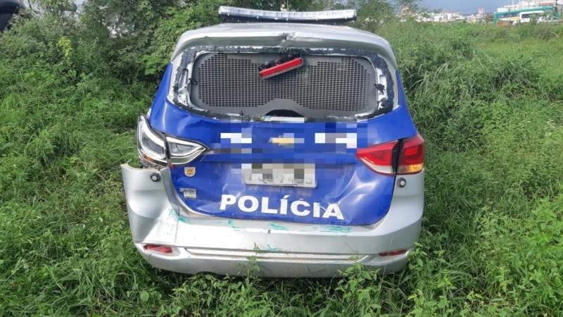 Motorista da viatura teve ferimentos leves e foi levado para o hospital