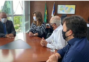 Yves Ribeiro e Dido Vieira recebem os parabéns do presidente do TRE