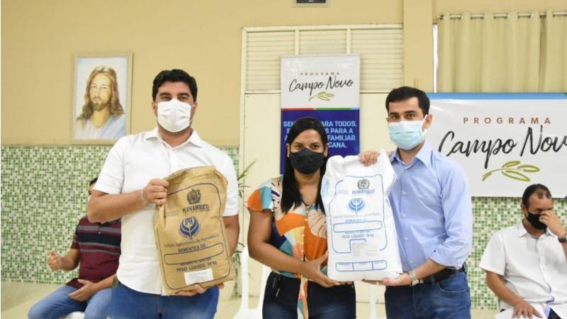 Em Itaíba também foi autorizado o início das obras de 06 unidades do sistema de dessalinização vinculados ao Programa Água Para Todos, nas áreas rurais do município