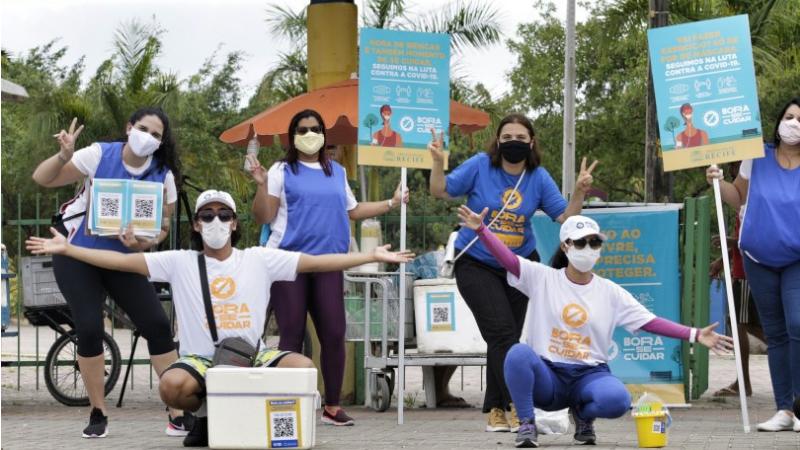 Cerca de 150 profissionais da Prefeitura do Recife participaram da ação, que contou com a distribuição de 3 mil máscaras, além do trabalho de conscientização e orientação