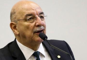 Ex-ministro que minimizou covid-19, Osmar Terra é internado