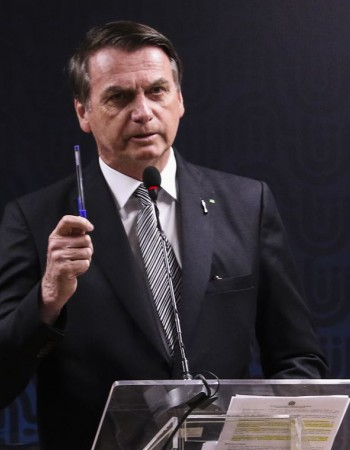 Profissionais ligados à segurança podem sair da reforma, diz Bolsonaro