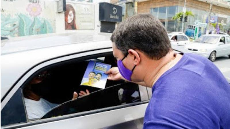 Candidato circulou por diversos pontos da cidade, conversando com as pessoas nos semáforos