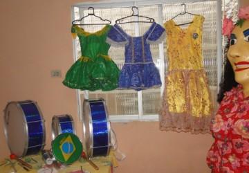 Bloco Rural Boneca Janaina da Alegria realiza manutenção de indumentária e de instrumentos musicais