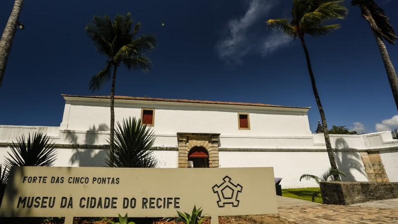 Museu da Cidade e Murillo La Greca foram os primeiros a retomar expedientes de atendimento presencial, nesta terça (22). Paço do Frevo volta a receber visitantes a partir da próxima quinta-feira junina