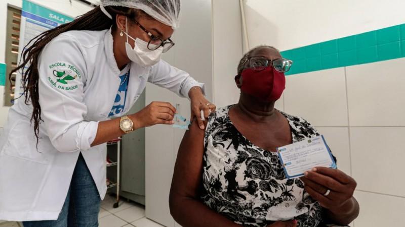 Este é um dos grupos prioritários estabelecidos pelo Plano Nacional de Imunização (PNI) do Ministério da Saúde.