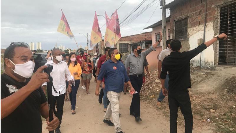 A comunidade da Beira Rio, entre o Canal do Fragoso e Shopping Patteo, recebeu os candidatos com carinho