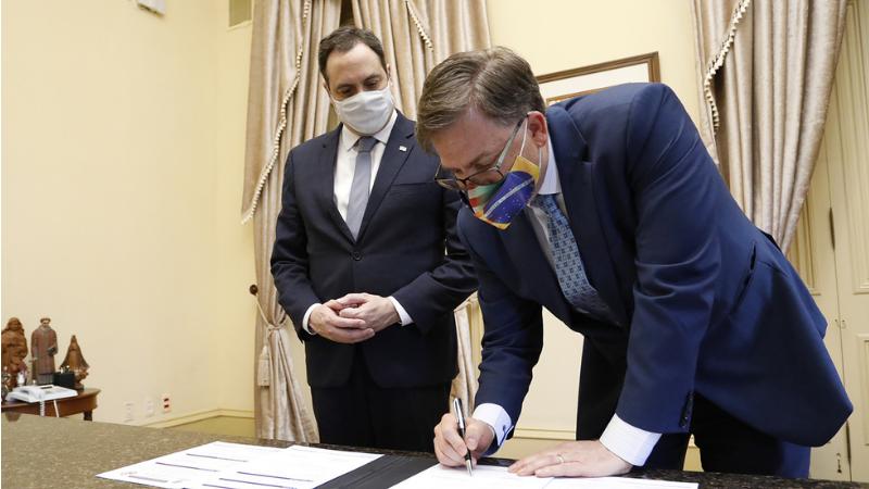 No encontro, foi assinado um documento reforçando a relação de cooperação entre Pernambuco e o consulado norte americano em diversas áreas