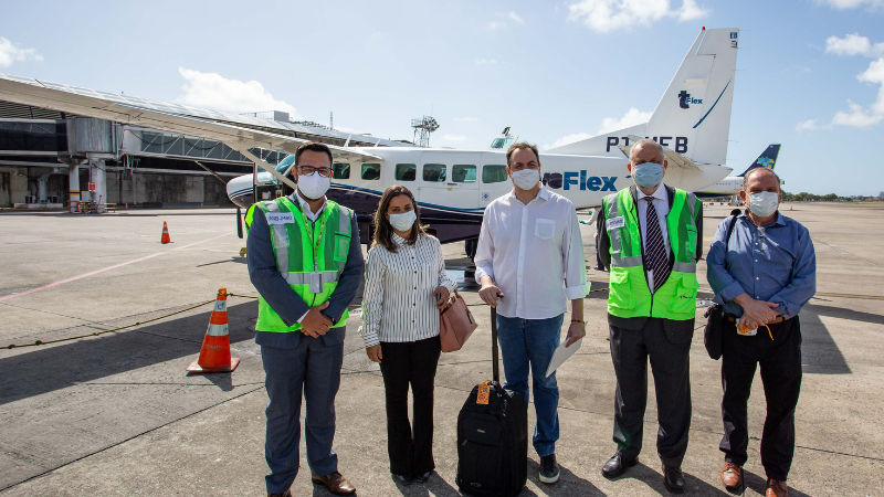 Governador embarcou, no Recife, na mesma aeronave que fez o trecho inaugural entre Caruaru, no Agreste, e a capital pernambucana