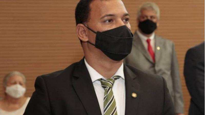 Após repercussão negativa ente militares, o vereador Dilson Batista (Avante) esclareceu que o objetivo é que servidores sejam tratados de forma civil, já que a Câmara é um ambiente civil.