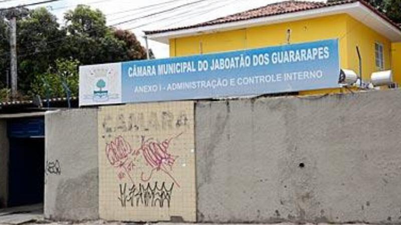 Segundo a Procuradora do Trabalho Maria Roberta Melo, do Ministério Público do Trabalho em Pernambuco, o comissionado que não receber seus direitos trabalhistas devem entrar com uma ação judicial contra a instituição pública devedora.