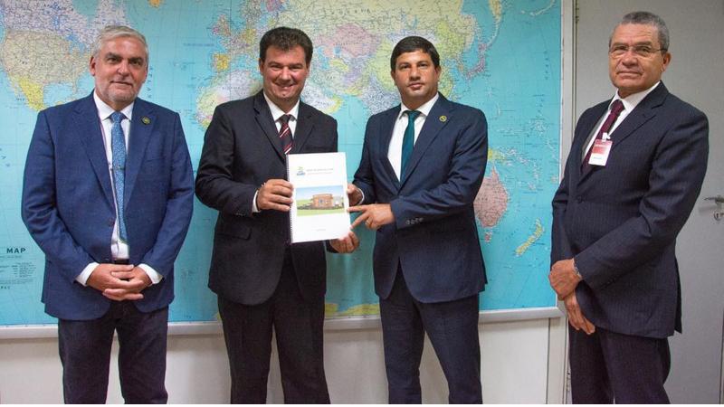 Acompanhado do secretário José Antônio Alves,  o prefeito se reuniu com a presidência da Embratur em Brasília