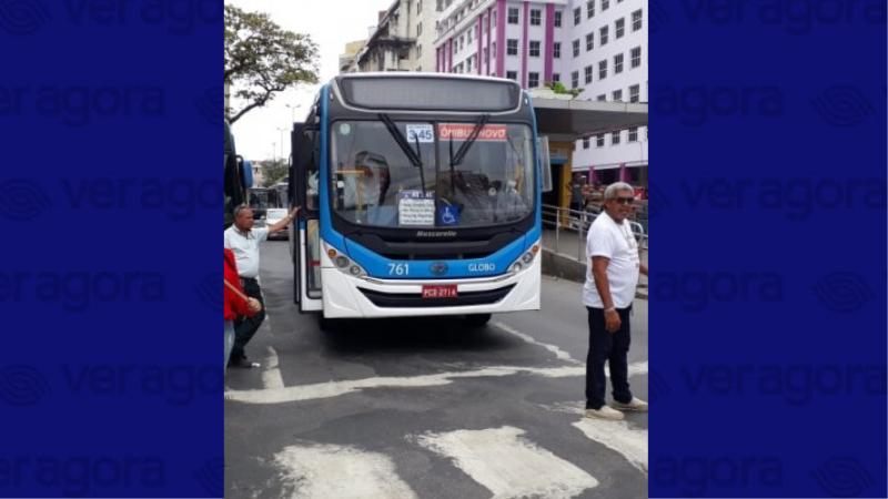 A Câmara do Recife deve votar hoje o projeto que proíbe a dupla função nos ônibus e emenda do Vereador Rinaldo Júnior (PSB) que obriga a presença de cobrador com função exclusiva.