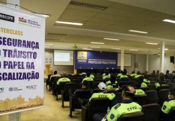 Agentes da CTTU participam de curso sobre boas práticas na fiscalização de trânsito