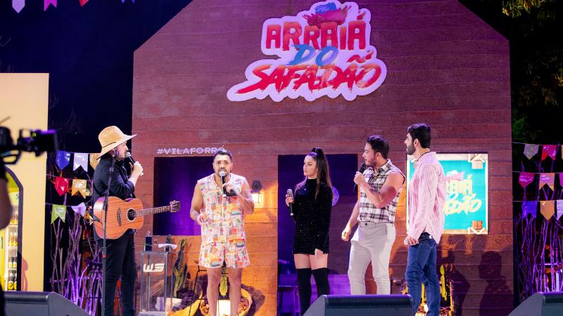 Apresentação de quase 8 horas aconteceu no canal oficial do artista com participações especiais e muitos sucessos
